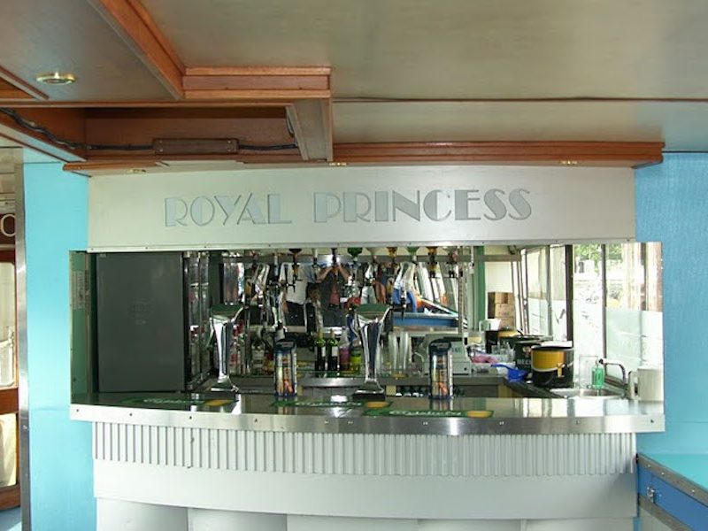 Bar on the Royal Princess